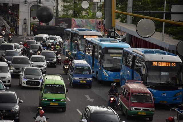 Different transport systems and use pattern lead to different emissions and offsetting potentials.Photo credit: WRI Indonesia