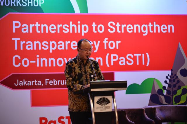 Deputy of Maritime Affairs and Natural Resources Arifin Rudiyanto opens the International Workshop of Partnership to Strengthen Transparency for Co-Innovation (PaSTI). Photo credit: Dwi Feriyanto for WRI Indonesia