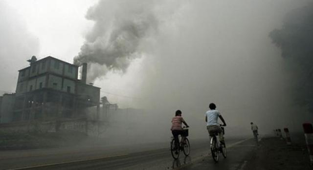 Direct factory emissions that are polluting the surrounding communities, where carbon offsetting mechanism could be implemented to tackle this issue. Photo credit: Mirco Gugnoni / Flickr