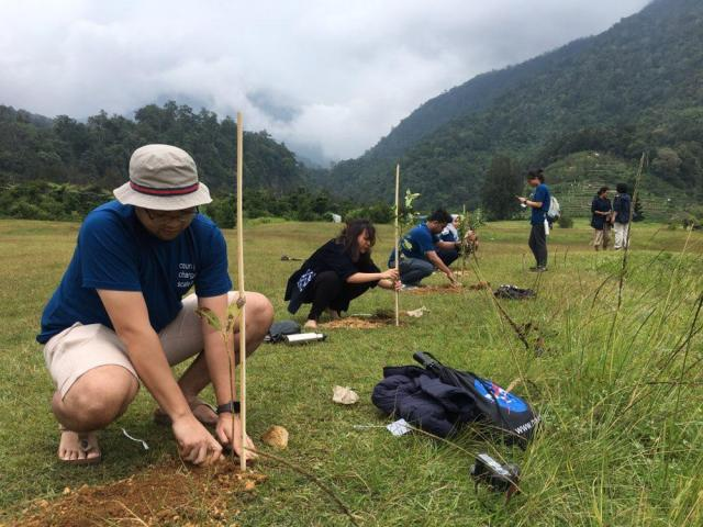 WRI Indonesia's team in a tree planting offset project in West Java, March 2019. Photo credit: WRI Indonesia