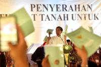 President Joko Widodo presented land certificates to citizens in various provinces. Photo Credit: Cabinet Secretary of the Republic of Indonesia