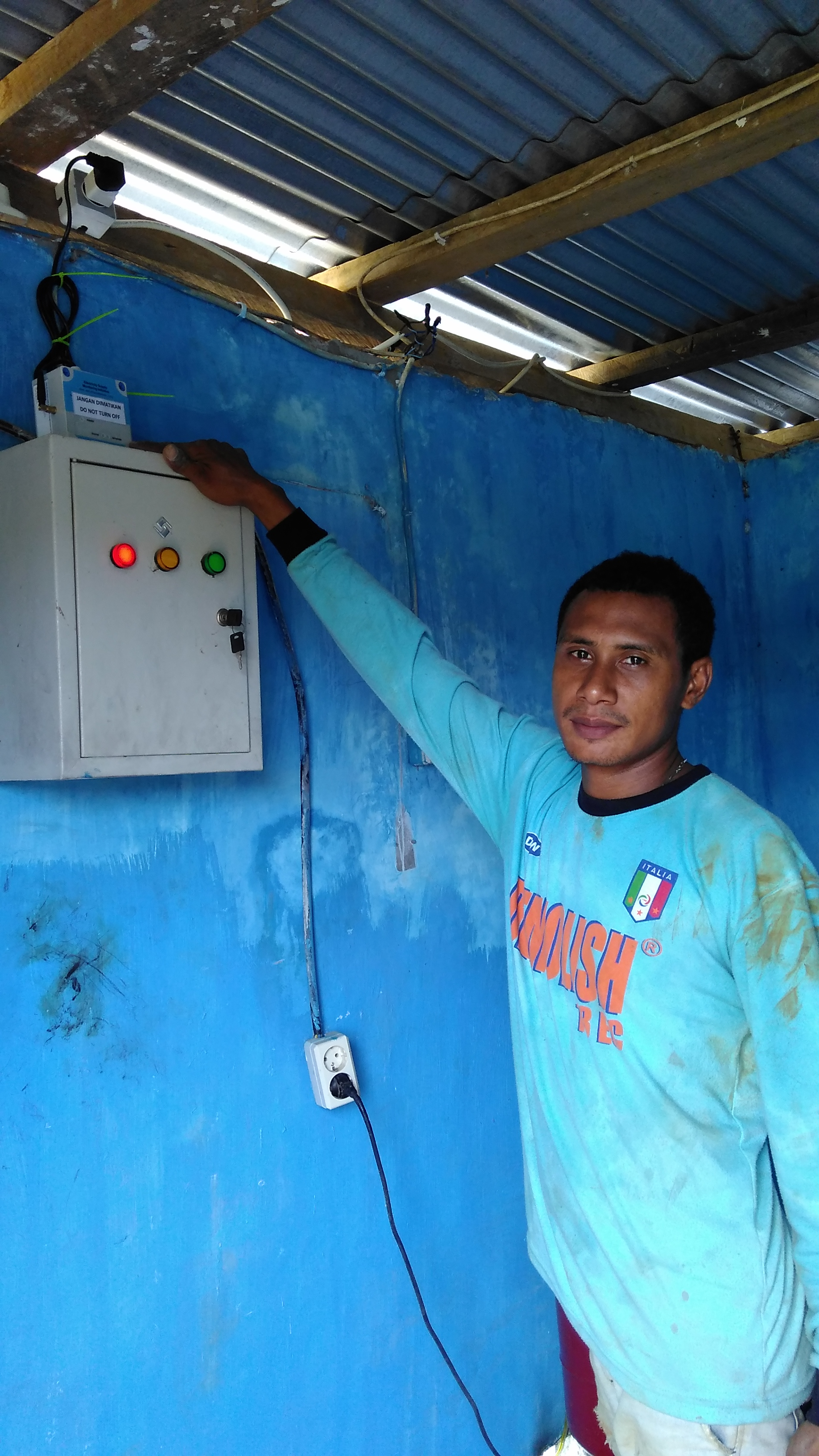 <p>A man monitors his electricity. Photo by Hening Marlistya Citraningrum/IESR</p>