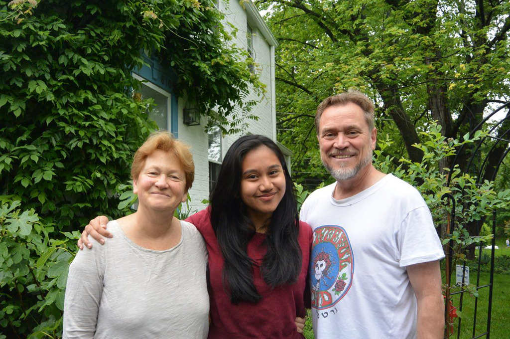 <p>Pina with her host parents.</p>