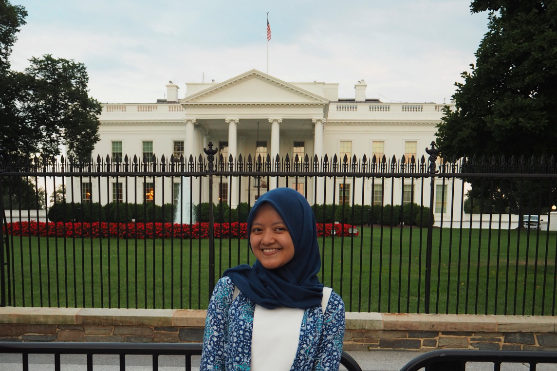 <p>Anindita Nur Annisa in front of The White House.</p>