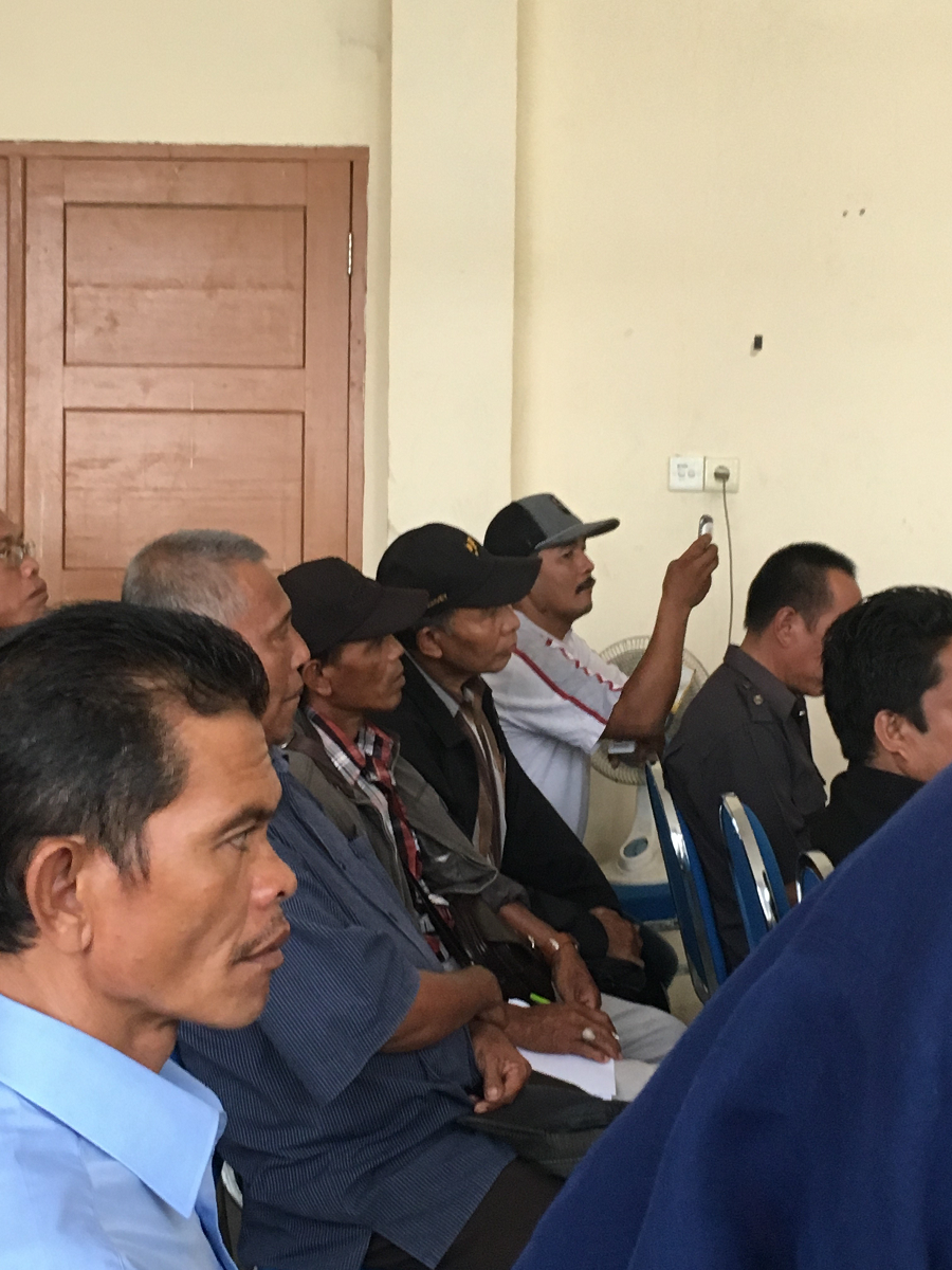 <p>Farmers listen in on a discussion of land disputes at the Musi Banuasin sub-district office in South Sumatra. Photo by WRI</p>