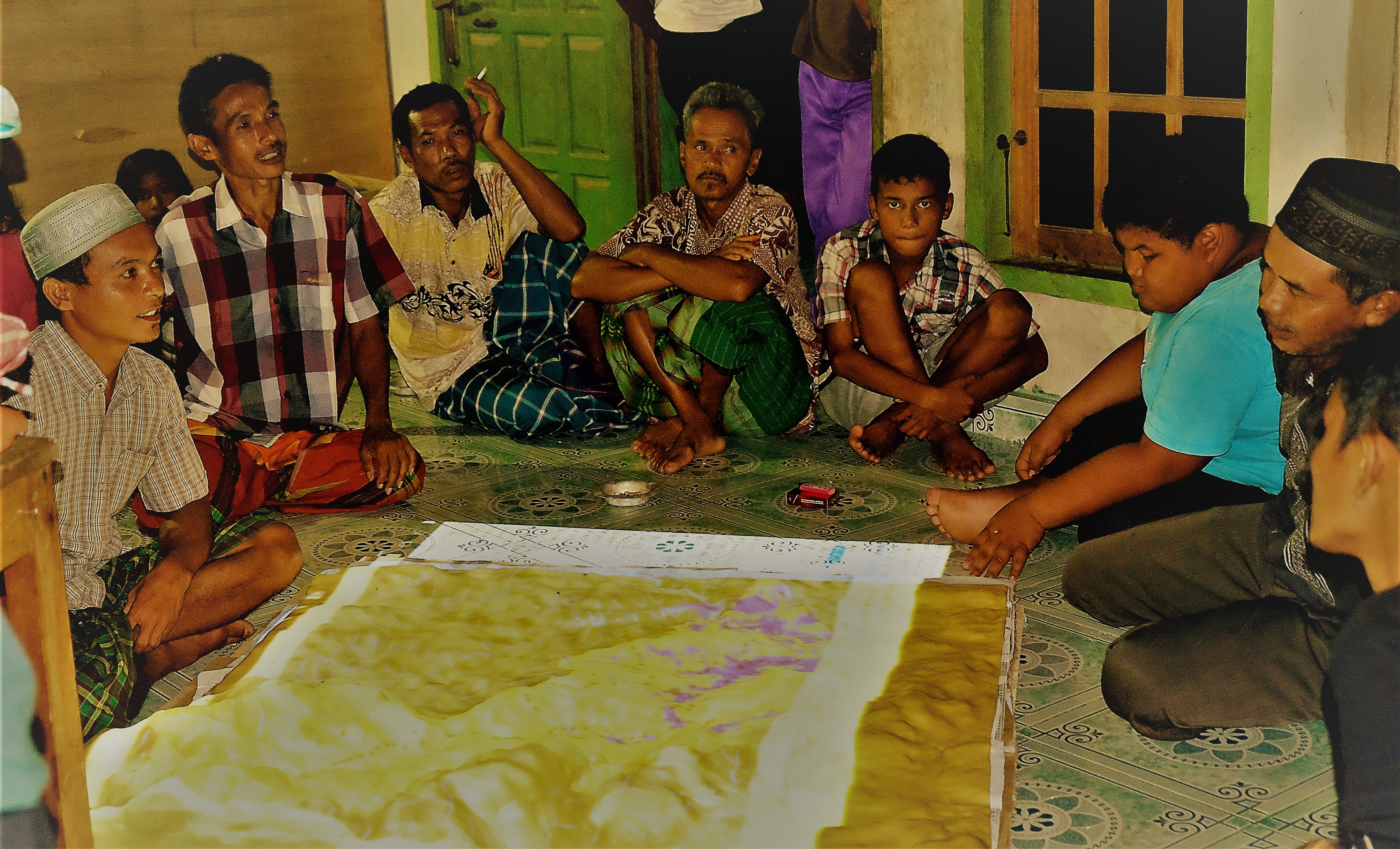 <p>Participatory mapping process in Gajah Bertalut village. Photo by Julius Lawalata</p>